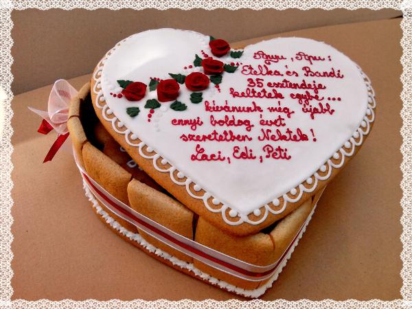 Házassági évforduló ajándék szív formájú mézeskalács doboz egyedi felirattal